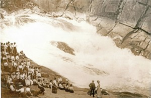 school_outing_approx_1900-640x420
