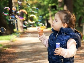 child-blowing-bubbles-free